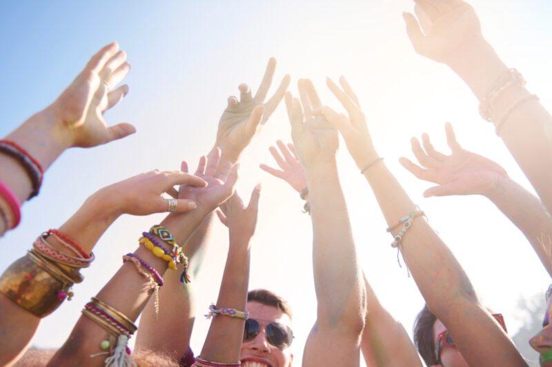 summer-music-festival-sommerfestival_kreatives schreiben_claudia a. schröttner_hände gruppe_deutsche autorin_österreichische autorin-2